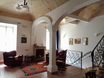 Character house for sale in the historical center of Vasto.