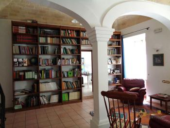 Character house for sale in the historical center of Vasto. Img2