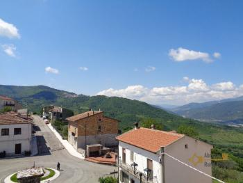 Large four bedroom townhouse with 150 sqm of garden. Molise. Img35