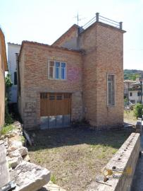 Large four bedroom townhouse with 150 sqm of garden. Molise. Img4