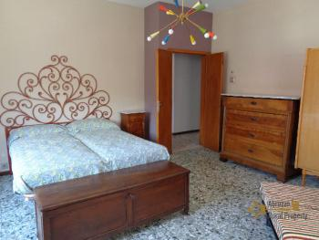 Large four bedroom townhouse with 150 sqm of garden. Molise. Img33