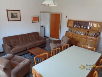 Large four bedroom townhouse with 150 sqm of garden. Molise. Img10