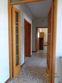 Large four bedroom townhouse with 150 sqm of garden. Molise. Img18