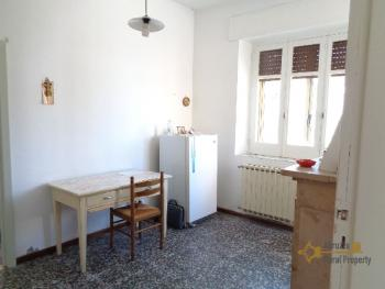Large four bedroom townhouse with 150 sqm of garden. Molise. Img13