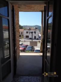 Large four bedroom townhouse with 150 sqm of garden. Molise. Img20