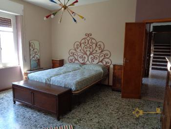 Large four bedroom townhouse with 150 sqm of garden. Molise. Img34