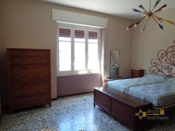Large four bedroom townhouse with 150 sqm of garden. Molise. Img22
