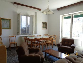 Large four bedroom townhouse with 150 sqm of garden. Molise. Img8