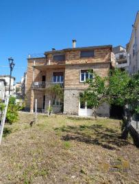 Large four bedroom townhouse with 150 sqm of garden. Molise. Img2