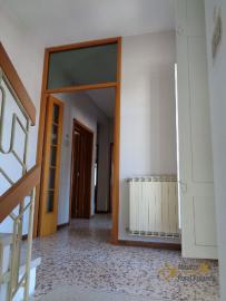 Large four bedroom townhouse with 150 sqm of garden. Molise. Img17