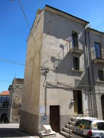 Traditional town house with a separate annex. Casalanguida. Img1