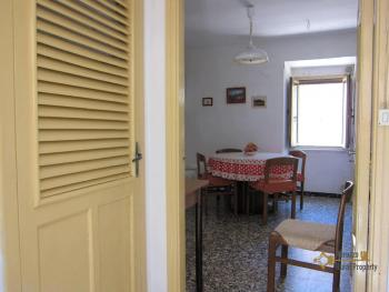 Traditional town house with a separate annex. Casalanguida. Img25