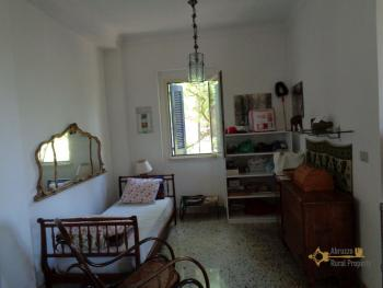 Charming private country house with 18000 sqm of land. Abruzzo. Img24