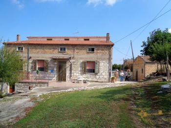 Two country houses with land for sale near Trivento. Molise. Img7