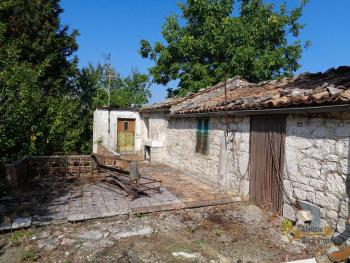 Two country houses with land for sale near Trivento. Molise. Img9