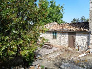 Two country houses with land for sale near Trivento. Molise. Img8