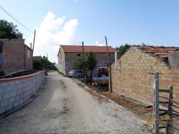 Two country houses with land for sale near Trivento. Molise. Img10