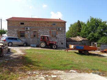 Two country houses with land for sale near Trivento. Molise. Img5