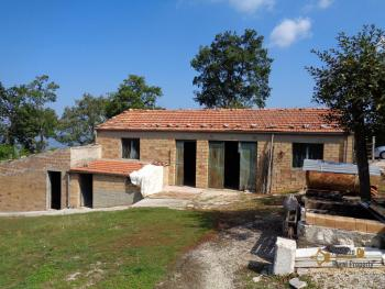Two country houses with land for sale near Trivento. Molise. Img4