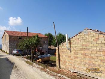 Two country houses with land for sale near Trivento. Molise. Img3