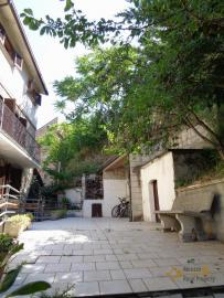 Spacious stone house of 180 sqm with outdoor space. Molise. Img2