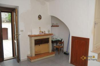 Spacious stone house of 180 sqm with outdoor space. Molise. Img16