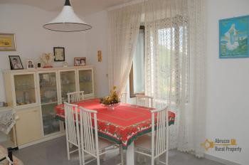 Spacious stone house of 180 sqm with outdoor space. Molise. Img13