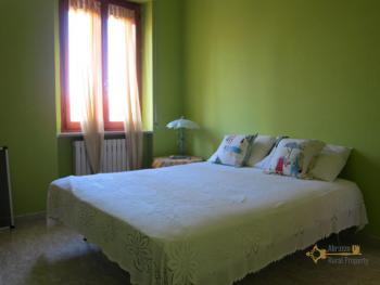 Ready to live in apartment in an scenic Italian hilltop town. Img17