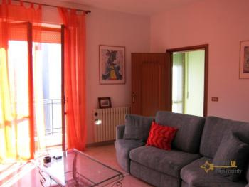 Ready to live in apartment in an scenic Italian hilltop town. Img4