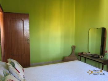 Ready to live in apartment in an scenic Italian hilltop town. Img18