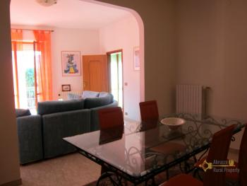 Ready to live in apartment in an scenic Italian hilltop town. Img7