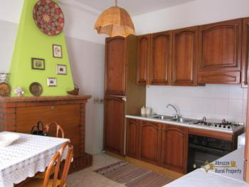 Ready to live in apartment in an scenic Italian hilltop town. Img10