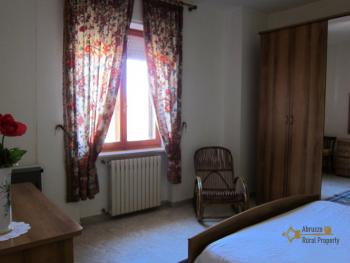 Ready to live in apartment in an scenic Italian hilltop town. Img21