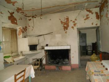 Country house to restore. Palmoli. Abruzzo. Img4