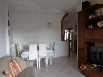 Beautiful renovated town house with panoramic terrace. Img4