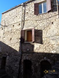 Two bedrooms stone house with cellar and garage. Abruzzo. Img1
