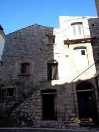 Large traditional stone house to restore in Liscia, Abruzzo.