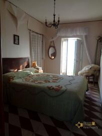 Traditional brick townhouse to renovate, in the Molise hills. Img12