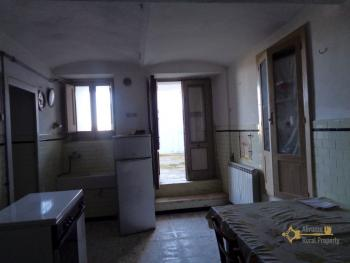 Large townhouse with garden and terrace for sale in Abruzzo. Img19