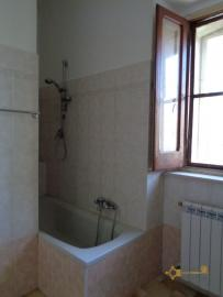 Large townhouse with garden and terrace for sale in Abruzzo. Img21