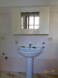 Large townhouse with garden and terrace for sale in Abruzzo. Img11