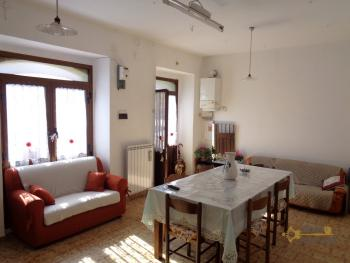 Large townhouse with garden and terrace for sale in Abruzzo. Img2