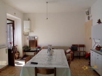 Large townhouse with garden and terrace for sale in Abruzzo. Img4