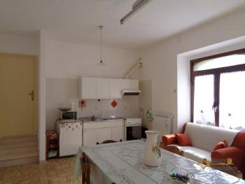 Large townhouse with garden and terrace for sale in Abruzzo. Img3