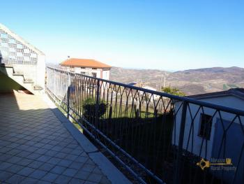 Large townhouse with garden and terrace for sale in Abruzzo. Img14