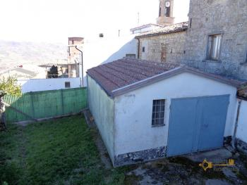 Large townhouse with garden and terrace for sale in Abruzzo. Img18
