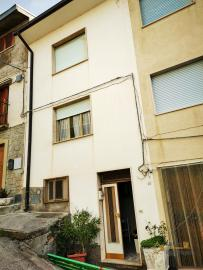 Nice townhome with large terrace for sale in Colledimezzo.