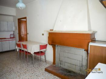 Inexpensive town house with cellar in the unspoilt Molise. Img8