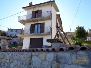 Seaview five bedroom detached house with 400 sqm of garden. Img1